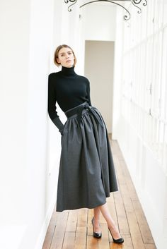 Martin Grant - Pre-Fall 2015 - black fitted turtleneck with grey belted wide midi skirt.
