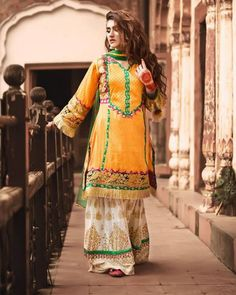 Zahra Ahmed Traditional Classic Dresses consists vintage dresses of Pakistani fashion all the dresses are designed with eye catchy colors. Let's check the complete collection. Glamorous Dresses, Stylish Dresses, Stylish Outfits, Beautiful Dresses, Nice Dresses, Casual Dresses, Fashion Dresses, Classic Dresses, Casual Wear
