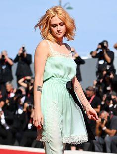 Fake Designer Bags, Celine Bag, Robert Pattinson, Kristen Stewart, Images Gif, Replica Handbags, Actors & Actresses, Red Carpet, White Dress