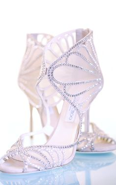 Jimmy Choo wedding shoes by www.kayenglishphotography.com Jimmy Choo Hochzeitsschuhe Brautschuhe. Inspiration durch www.sandrahuetzen.de