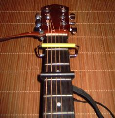 A guitar strap and a simple capo (DIY)