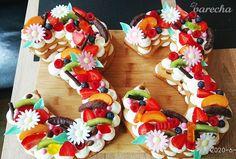 Narodeninová torta s mascarpone krémom - recept | Varecha.sk Sugar, Cookies, Desserts, Food, Mascarpone, Crack Crackers, Tailgate Desserts, Deserts, Eten