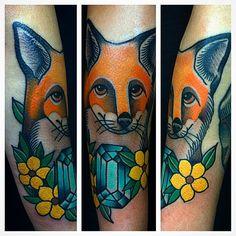 #picstitch #fox #tradicionaltattoo #traditionaltattoo #raposatattoo #foxtattoo #flor #flower @ardham_tatuaria #tattoaria