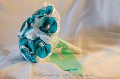 Ramo de flores de tela en agua marina con cristal en diamante.Elegante, colorido y único.Por siempre jamás a tu lado.Algodondeluna@gmail.com o 606619349