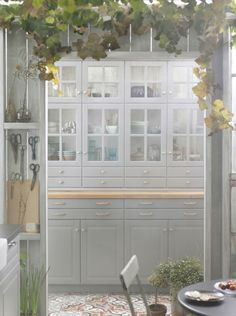 floor to ceiling cabinets Ikea Bodbyn Kitchen, Ikea Galley Kitchen, Tidy Kitchen, Narrow Kitchen, Kitchen Redo, Kitchen Remodel, Kitchen Flooring, Kitchen Furniture, Shabby Chic Decorating