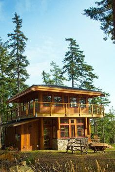I love the lookout feel, it would be great to have the bedroom upstairs and wake up to a 360 degree view!