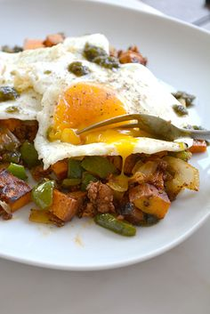 Chorizo and Sweet Potato Breakfast Hash - I am a Honey Bee Breakfast And Brunch, Sweet Potato Breakfast Hash, Breakfast Potatoes, How To Make Breakfast, Paleo Breakfast, Southern Breakfast, Breakfast Ideas, Breakfast Recipes, Top Recipes
