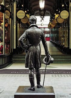 A statue of 19th century dandy Beau Brummell facing towards the Piccadilly Arcade on Jermyn Street