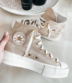 Discovered by ELISA LA PLACA. Find images and videos about fashion, converse and sneakers on We Heart It - the app to get lost in what you love. Dr Shoes, Hype Shoes, Crazy Shoes, Me Too Shoes, Cute Sneakers, Shoes Sneakers, Gold Sneakers, Sneakers Mode, High Top Sneakers