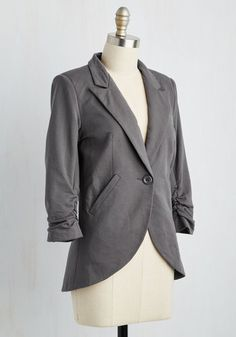 No need to roll up your sleeves before the big meeting - this one-button blazer boasts ruched 3/4-length sleeves for a look that means chic and functional business. Accentuated by slanted side pockets, a curved hem, and silky lining, this charcoal-grey jacket suits all your stylish needs!