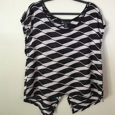 Lane Bryant top Front bottom of the top is straight across.  It dips down and also split in the back Lane Bryant Tops Tees - Short Sleeve