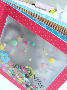 "Mini album ""Souvenirs de nos bons moments"". Papiers Swirlcards collection Holi. Transparents Swirlcards Crystal"