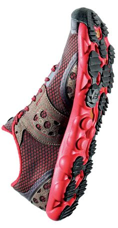 Trail running shoes for different terrain: New Balance Minimus AMP MT1010