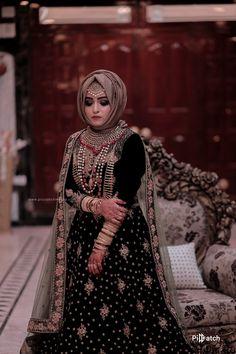 Bridal Hijab Styles, Bridal Mehndi Dresses, Asian Bridal Dresses, Bridal Dress Design, Modest Fashion Hijab, Pakistani Fashion Casual, Pakistani Dresses Casual, Muslim Fashion, Pakistani Bridal Lehenga