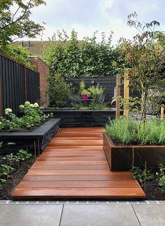 Garden Design Backyard - New ideas Small Backyard Gardens, Backyard Garden Design, Small Backyard Landscaping, Rooftop Garden, Garden Landscape Design, Small Garden Design, Outdoor Gardens, Small Garden Layout, Urban Garden Design