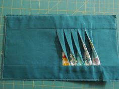 Hmm... could add interesting texture to a quilt... Twisted pleats on a pouch tutorial.  /////  Shocking Hocking: Twisted tutorial
