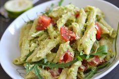 Avocadopasta mit Rucola und Tomaten