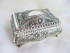 Antique Jewelry Product   Jewelry Identification Articles - Vintage Costume Jewelry
