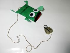 [Toilet Paper Roll Frog and fly catcher toy (need string and stapler). Use construction paper and markers instead of paint. Fun Crafts To Do, Summer Crafts, Crafts For Kids, Arts And Crafts, Frog Crafts, Preschool Crafts, Toilet Paper Roll Crafts, Paper Crafts, Cute Frogs