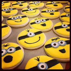 """Royal icing """"Minion cookies"""" Just for the example as there is no recipe attached to the link. Iced Cookies, Cut Out Cookies, Cute Cookies, Easter Cookies, Royal Icing Cookies, Cupcake Cookies, Sugar Cookies, Cupcakes Dos Minions, Minion Cookies"""