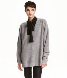 Gray melange. PREMIUM QUALITY. Long-sleeved sweater in a soft cashmere knit with…
