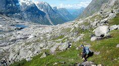 No er dei gamle steintrappene og hellegangane restaurert slik at fleire kan følgje dei historiske fotefara frå Skjåk til Stryn.