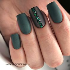 The advantage of the gel is that it allows you to enjoy your French manicure for a long time. There are four different ways to make a French manicure on gel nails. Seasonal Nails, Holiday Nails, Christmas Nails, Christmas Makeup, St Patricks Nail Designs, Cute Nails, Pretty Nails, Flag Nails, St Patricks Day Nails