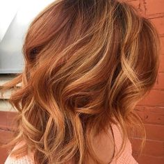 Natural looking red hair Red Hair With Blonde Highlights, Brown Blonde Hair, Blonde Bolyage, Poxie Haircut, Uneven Haircut, Haircut Long, Long Hair Cuts, Long Hair Styles, Oil Slick Hair