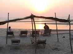 Yogaferie med Ayurveda på Mandrem Beach, Goa Indien | 31. januar - 15. februar 2015 - Drømmer du om få et afbræk fra vinterens kulde og mørke og at komme ned til varmen, lade batteriene op med yoga, sol, strand og ayurvedisk massage. Så er yogaferie i det magiske Syd Indien med yoga- og meditationslærer Kirsten Slots lige noget for dig.