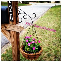 Love my mailbox flower holder! Love my mailbox flower holder! Mailbox Garden, Mailbox Landscaping, Lawn And Garden, Home And Garden, Landscaping Ideas, Mulch Landscaping, Mailbox Plants, Mailbox Flowers, Mailbox Makeover