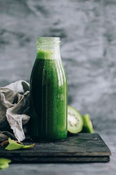 Smoothie Recipes Green power energising breakfast smoothie with matcha, maca and kiwi Green Detox Smoothie, Healthy Green Smoothies, Green Smoothie Recipes, Juice Smoothie, Breakfast Smoothies, Smoothie Cleanse, Juice Cleanse, Cleansing Smoothies, Detox Diet Drinks