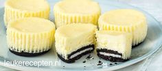 Two delicious things in muffin form: Oreo biscuits and cheesecake! Two delicious things in muffin form: Oreo biscuits and cheesecake! Sweet Recipes, Cake Recipes, Snack Recipes, Dessert Recipes, Oreo Cake, Cake Cookies, Cupcake Cakes, Cupcakes, Oreo Cheesecake Recept