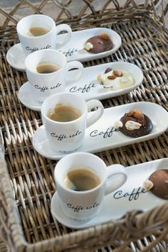Coffe/Cafe espresso and cookies. My Coffee Shop, Coffee Shop Design, I Love Coffee, Coffee Art, Coffee Break, Coffee Lovers, Morning Coffee, Coffee Shop Names, Black Coffee