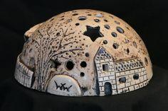 Hana Hana The post Hana appeared first on Salzteig Rezepte. Pottery Houses, Ceramic Houses, Ceramic Clay, Pottery Bowls, Ceramic Pottery, Ceramic Lantern, Ceramic Workshop, Diy Gifts For Mom, Pottery Gifts