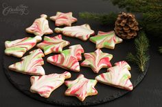 Marbled Icing Sugar Cookies :: Home Cooking Adventure Easy Christmas Cookie Recipes, Christmas Tree Cookies, Delicious Cookie Recipes, Christmas Baking, Christmas Biscuits, Christmas Treats, Christmas Fun, Xmas, Sugar Cookie Icing