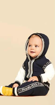 Dolce Gabbana Junior Baby Boys for Spring Summer 2018 Collection - Baby interests Cute Outfits For Kids, Cute Kids, Boy Outfits, Baby Girl Fashion, Fashion Kids, Style Fashion, Fashion 2018, Fashion Spring, Kids Boys