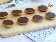 Tartelettes au caramel et chocolat, photo 2 Chocolate Trifle, Chocolate Caramels, Chocolate Molds, Homemade Chocolate, Melting Chocolate, Caramel Mud Cake, Caramel Tart, Tartelette Chocolat Caramel, Mini Brownies