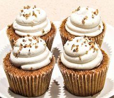Rezept für Low Carb Karotten-Cupcakes mit Vanille-Frosting - kohlenhydratarm, kalorienarm, ohne Zucker und Getreidemehl gebacken. www.ihr-wellness-magazin.de