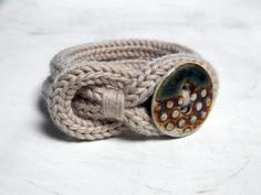 Knitted wool bracelet with a handmade porcelain button closure. It is very soft and comfortable to wear. YARN: bracelet in 100% merino wool. Handwashable.