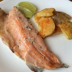 Aprenda a preparar truta assada no forno com batata com esta excelente e fácil receita.  A truta assada no forno com batata é uma opção perfeita para pessoas que...