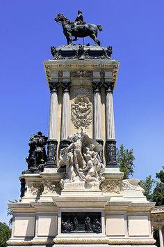 ~MADRID / Parque del Retiro, Monumento al Rey Alfonso XII de España.