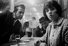 Au Café Lehmitz à Hambourg en 1969 par Anders Petersen - La boite verte