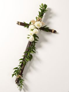 Easter Cross - Trend Topic For You 2020 Funeral Floral Arrangements, Easter Flower Arrangements, Church Flowers, Funeral Flowers, Deco Floral, Arte Floral, Communion Decorations, Cemetery Decorations, Altar Decorations