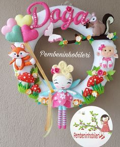 Felt Crafts, Diy And Crafts, Felt Wreath, Small Sewing Projects, Felt Fabric, Felt Dolls, Cute Dolls, Felt Animals, Little Gifts