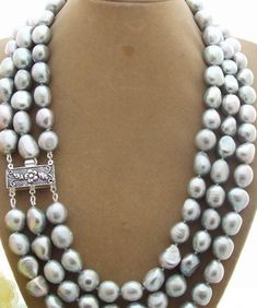 187f0c2f284e Elegant 3 strand necklace in silver grey baroque pearls about Lovely silver  plated clasp.