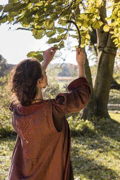 "COSTUME Arthurian ""FATA MORGANA"" Coat ""The Herbalist"" Photo: Camille Demolliens"