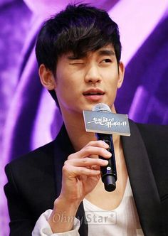 13 Korean stars with irresistible winks