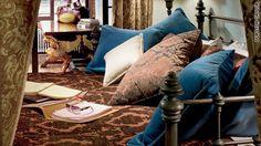 gerard butler apartment - bedroom