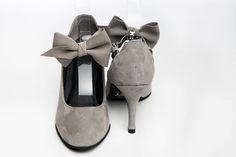 Chaussure de danse et de mariage haut de gamme, fabrication française, 100% personnalisable. Souple et confortable. Ici en daim gris. Shoes, Fashion, Fallow Deer, Heels, Weddings, Moda, Zapatos, Shoes Outlet, Fashion Styles