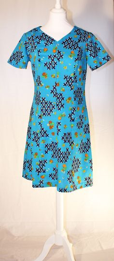 great colors, great print! Short Sleeve Dresses, Dresses With Sleeves, Roxy, Tunic Tops, Retro, Colors, Women, Fashion, Moda